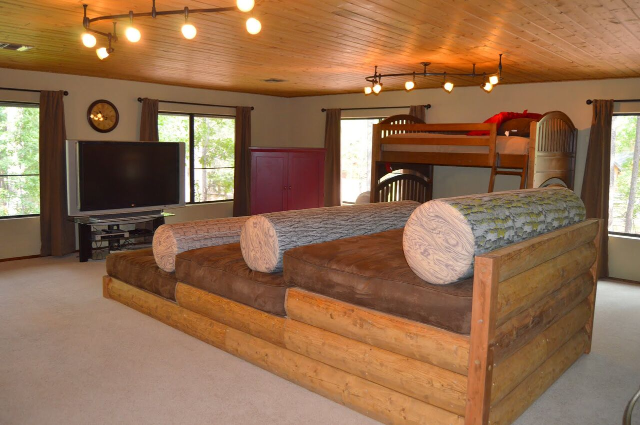 Rental cabin in Pinetop with movie theater